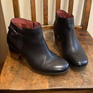 Dansko Perry black ankle boot